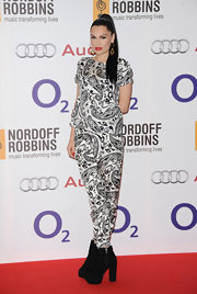 Jessie J's sleek ponytail pulled her hair back nice and tight.
