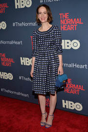 Sarah Paulson pulled her look together with Prada leather purse in two shades of blue.