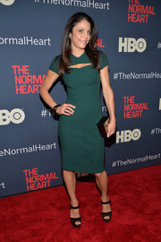 Bethenny Frankel completed her red carpet look with a pair of two-tone platform sandals.