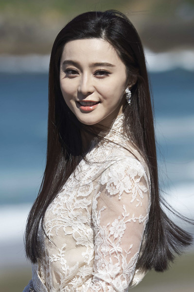 Fan Bingbing wore her long hair loose and straight during the San Sebastian Film Fest photocall for 'I Am Not Madame Bovary.'