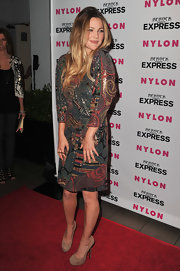 Drew paired her printed chainmail dress with suede Tribtoo pumps.
