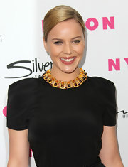 Abbie Cornish highlighted her neckline with a gold necklace complete with bronzed gemstones.