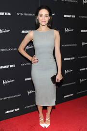 Emmy Rossum finished off her simple yet stylish ensemble with a black Rodo clutch.