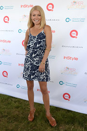 Kelly rocked the paisley-print trend when she donned this silk bib dress.