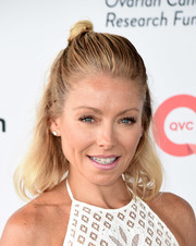 Kelly Ripa topped off her look with a cute half-up knot when she attended OCRFA's Super Saturday.