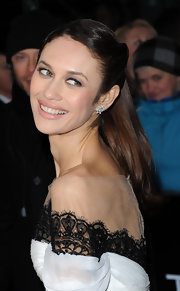 A soft pink lip was all Olga Kurylenko need to top off her red carpet beauty look.