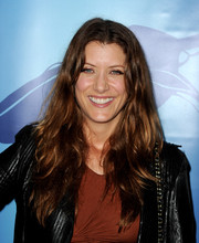 Kate Walsh rocked a hippie vibe with this long center-parted wavy 'do at the Oceana Partners Awards Gala.