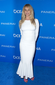 Rosanna Arquette flaunted her ageless figure in a white mermaid gown during the Oceana: Sting Under the Stars event.