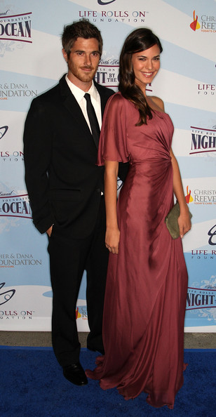 Odette Annable Side Sweep [clothing,carpet,suit,formal wear,red carpet,dress,award,event,premiere,flooring,odette yustman,dave annable,arrivals,kodak theatre,california,hollywood,life rolls on foundation,l,life rolls on foundations 6th annual night by the ocean gala,gala]