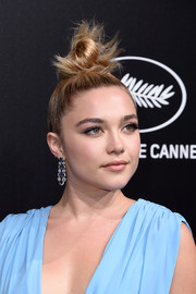 Florence Pugh added a dose of glamour with a pair of chandelier earrings.