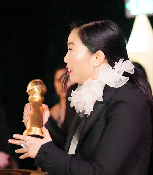 Awkwafina dazzled us with that massive diamond ring by Forevermark at the 2020 Golden Globes.