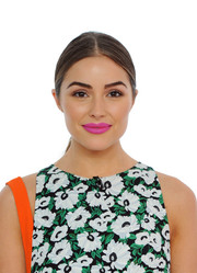 Olivia Culpo went for a striking beauty look with bright pink lipstick.