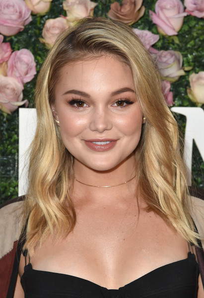 Olivia Holt Medium Wavy Cut
