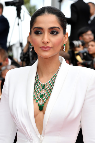 Sonam Kapoor flaunted an ultra-glam emerald and diamond statement necklace by Chopard at the 2019 Cannes Film Festival screening of 'Once Upon a Time in Hollywood.'