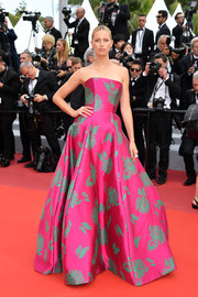 Karolina Kurkova looked gorgeous in a strapless magenta floral ballgown by Etro at the 2019 Cannes Film Festival screening of 'Once Upon a Time in Hollywood.'