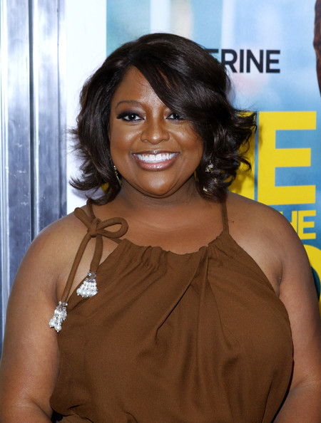 Sherri Shepherd wore a glistening gold gloss over her sheer neutral lipstick at the premiere of 'One for the Money.' The outer edges featured a darker color for added dimension. This is a great way to wear natural-looking lipstick.