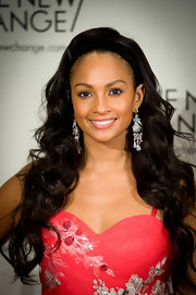 Alesha Dixon showed off her long curls which she paired with a thick black headband.
