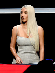 Kim Kardashian worked a bleached straight 'do at the 'One Voice: Somos Live!' concert.