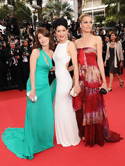 Alessandra Mastronardi looked strikingly gorgeous in a teal one-shoulder gown that sported a peek-a-boo detail on the neckline.