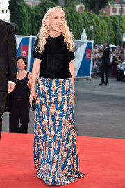 Franca Sozzani styled her simple top with a long print skirt.
