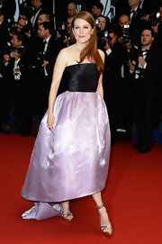 Julianne's strapless gown featured a lovely purple organza skirt and black bodice for a soft and feminine look on the red carpet.