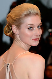 Elizabeth Debicki looked simply elegant with a pinned updo.