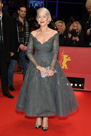 Helen Mirren added a dose of sparkle with a silver crystal clutch by Jimmy Choo.