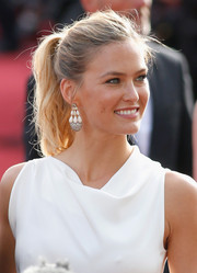 Bar Refaeli kept it laid-back and youthful with this tousled ponytail at the Cannes Film Festival opening ceremony.