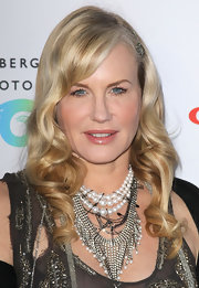 Daryl Hannah paired her open neckline with a chain and pearl embellished necklace.