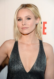 Kristen Bell kept it casual with this short 'do at the REFUGEE exhibit opening.