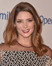 Ashley Greene looked as pretty as ever at the Smile Gala wearing this sweet wavy hairstyle.