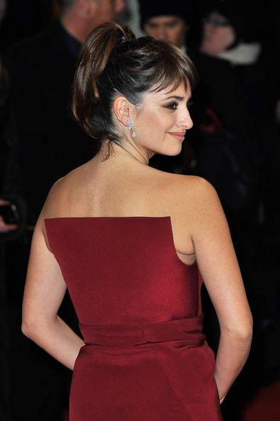 More Pics of Penelope Cruz Dangling Diamond Earrings (4 of 11) - Dangling Diamond Earrings Lookbook - StyleBistro
