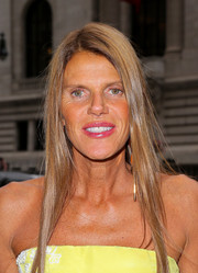 Anna dello Russo wore her hair long and sleek straight at the Oscar de la Renta fashion show.
