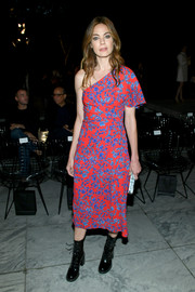 Michelle Monaghan brightened up NYFW with this red and blue one-sleeve dress by Carolina Herrera.