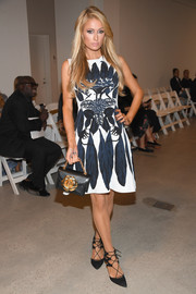 Paris Hilton chose a sleeveless leaf-print dress for the Oscar de la Renta fashion show.