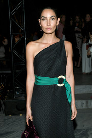 Lily Aldridge gave her dark dress a pop of color with an emerald satin belt by Carolina Herrera.