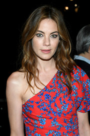 Michelle Monaghan looked beautiful wearing this center-parted wavy 'do during New York Fashion Week.