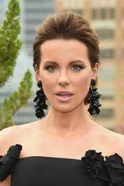 Kate Beckinsale amped up the glam factor with a pair of statement earrings.