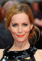 Leslie Mann attended the London premiere of 'The Other Woman' wearing a messy-chic side chignon.
