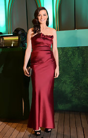 Rachel Weisz opted for an elegant strapless red satin gown for walking the 'yellow brick road' at the 'Oz: The Great and Powerful' premiere.