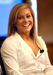 Shawn Johnson kept her accessories to a minimum when she guested on the 'Today' show, wearing only a pair of gold hoops.