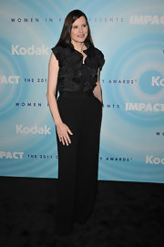 Geena Davis looked sophisticated at the Lucy Awards in a pair of black high-wasited slacks.