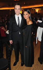 Jim looks very sleek in this slim fitting suit and skinny tie at PETA's 30th Anniversary Gala and Humanitarian Awards.