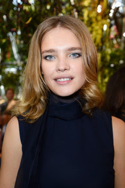 Natalia Vodianova styled her locks with a center part and curly ends for the Christian Dior fashion show.