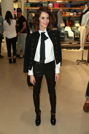 Abigail Spencer topped off her androgynous-chic look with a black military jacket.