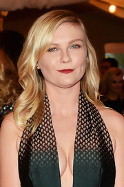 To give her pretty beauty look just a bit of edge, Kirsten Dunst chose a deep berry lip color.