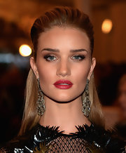 To make her lips look even fuller and more supple, Rosie chose a vibrant red lipstick.