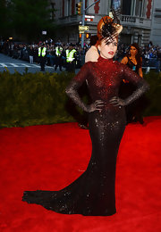 Paloma Faith looked totally glamorous on the red carpet of the Met Gala when she wore this dramatic beaded ombre dress that featured a gorgeous train.