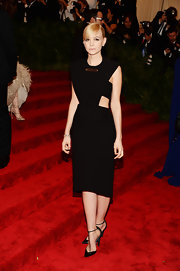 Carey Mulligan looked sleek and contemporary when she chose this black cutout dress for the Met Gala.