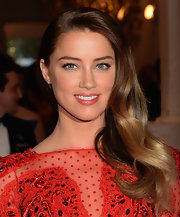 Amber Heard channeled old-Hollywood when she styled her hair into a deep side part with waves.